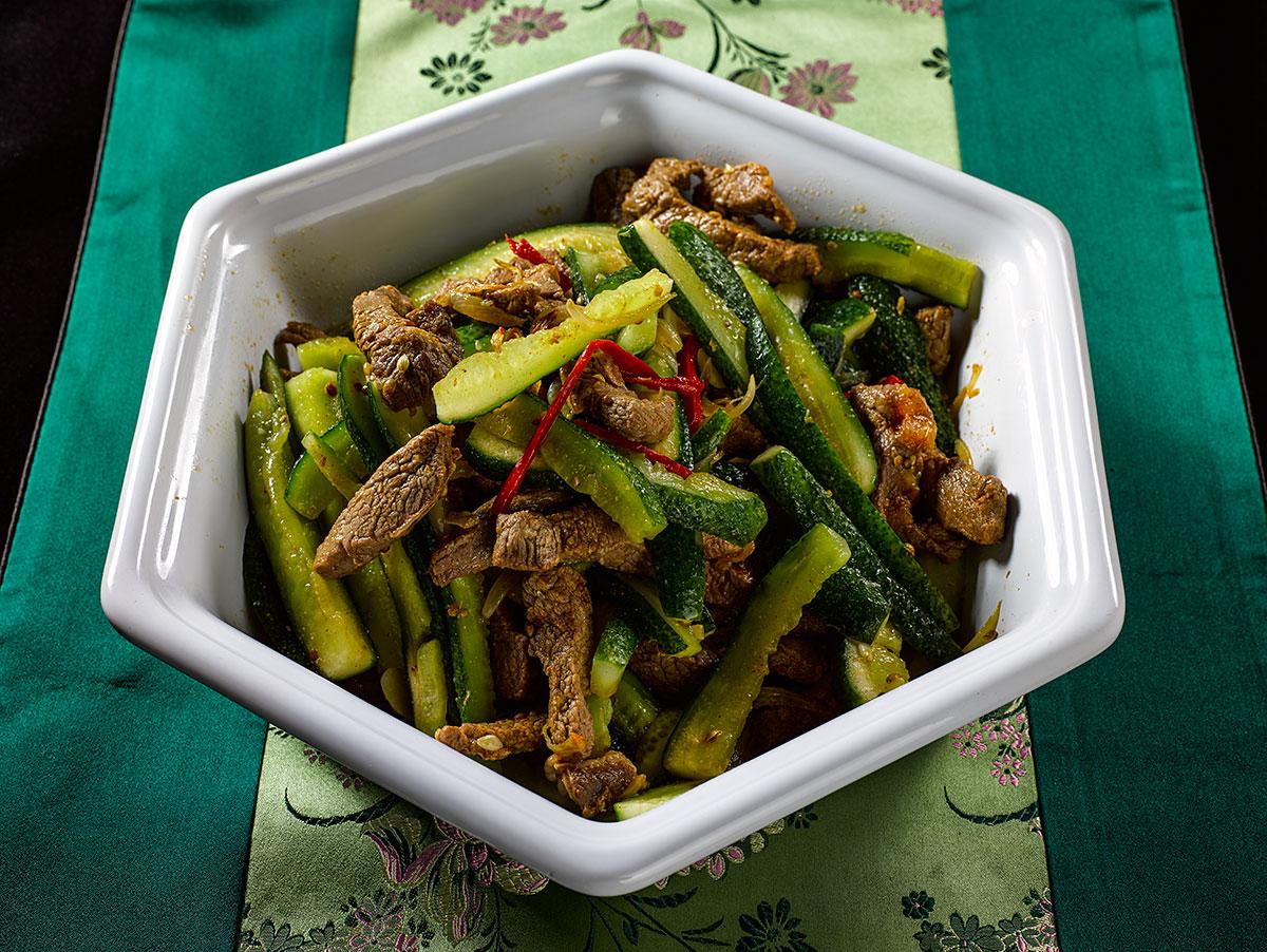 Очень простой корейский салат из огурцов и мяса