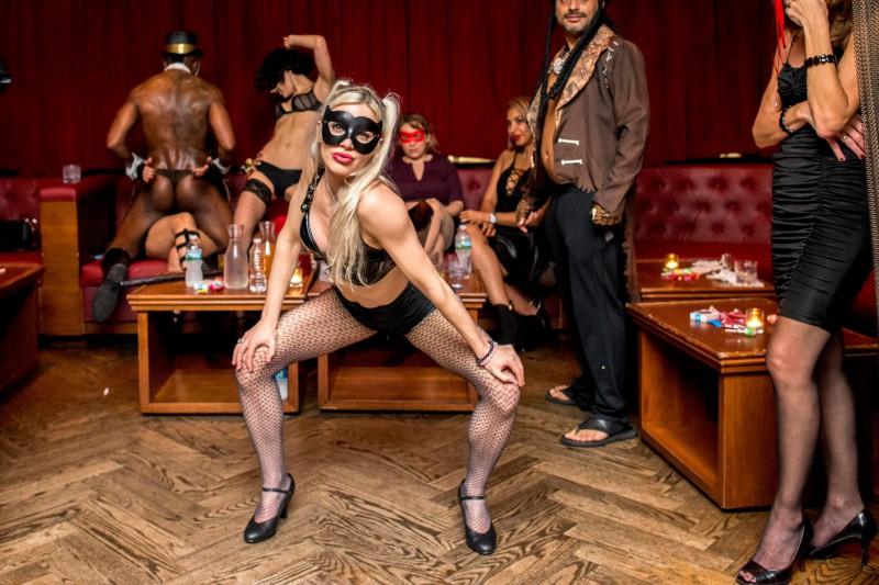 Показать все, что скрыто: как проходят секс-вечеринки в Нью-Йорке