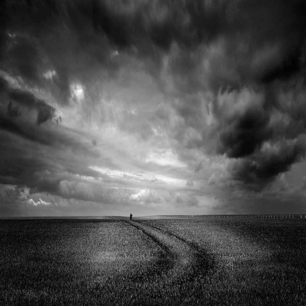 Чёрно-белые пейзажи, уходящие за пределы реальности. Фотограф Джордж Дигалакис 7