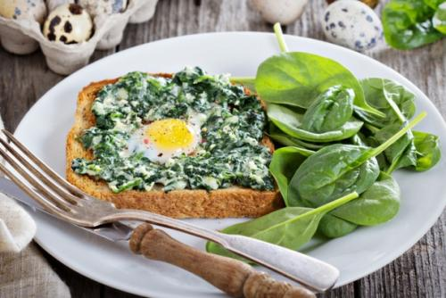 «Творожно-сырные лепёшки». . 250 гр творога. 150 мл молока 100 гр твёрдого сыра 3 яйца 5-6 столовых ложек муки.