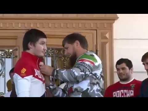 Кадыров подарил автомобили четырём участникам ОИ из Чечни и двум тяжелоатлетам