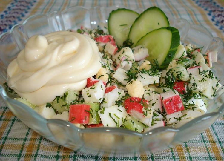 Салат с яблоками и крабовыми палочками
