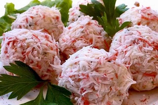 Крабово-сырный салат шариками