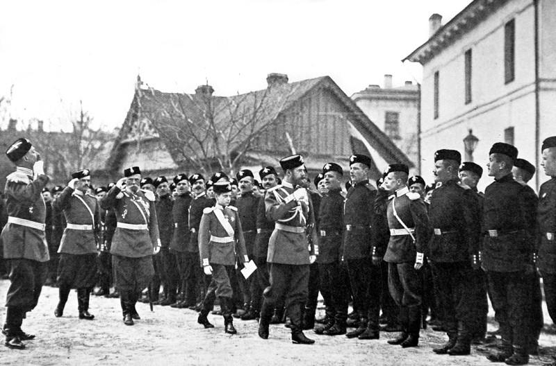 Какие использовались знаки различия и чины в Российской армии с 1914 по 1917 годы