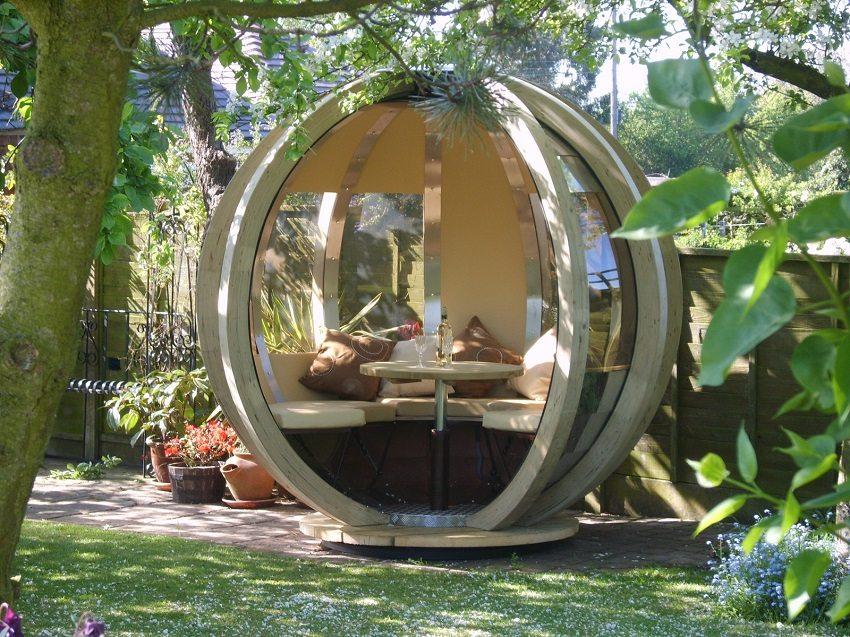 Уютное место отдыха в необычной круглой беседке
