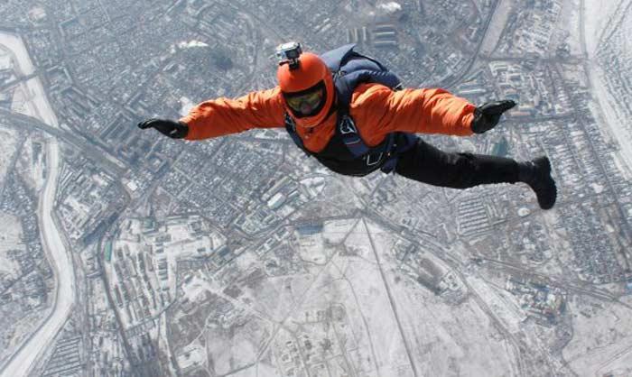 Исторический  прыжок без парашюта с высоты почти 8 км