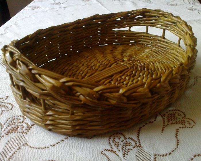 Мастер-класс по плетению корзинки из газетных трубочек (23) (700x559, 308Kb)