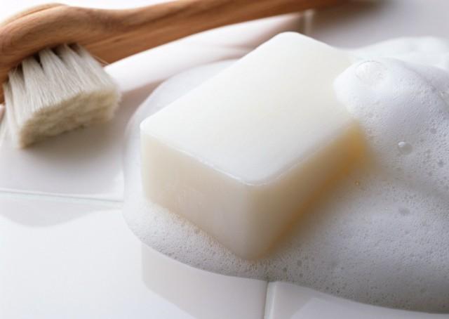 Как и чем можно вывести жирное пятно с одежды
