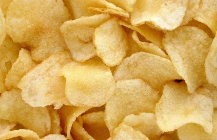 Картофельные чипсы.