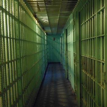 Выходец из РФ, убивший приемную семью, повесился в итальянской тюрьме