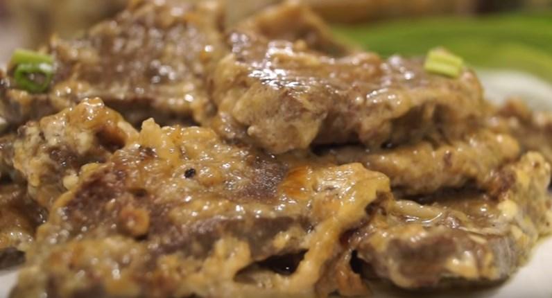 Печень говяжья томленная в сливках. Необычайно мягкая, сочная.