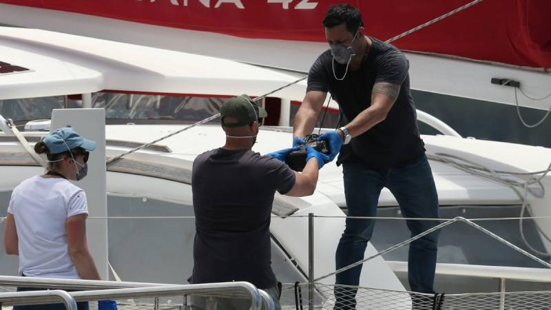 Никакого «снега» на Рождество: полиция перехватила яхту с 700 кг кокаина