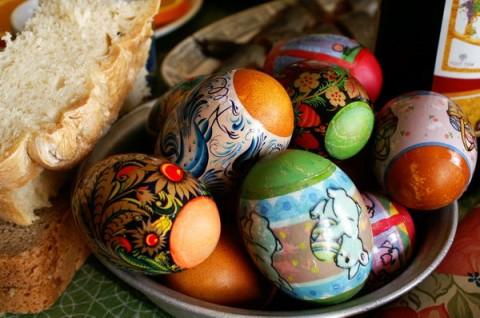 С  наступающим  праздником  Пасхи,  друзья!
