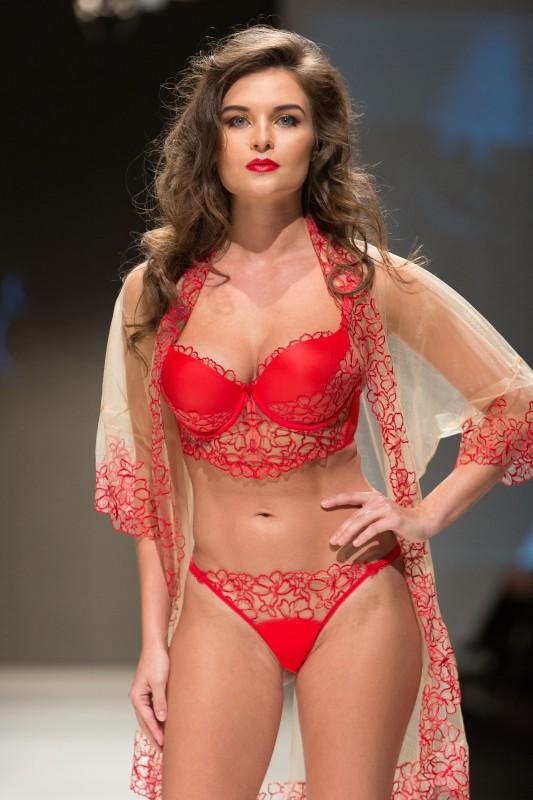 Показ мод нижнее женское белье