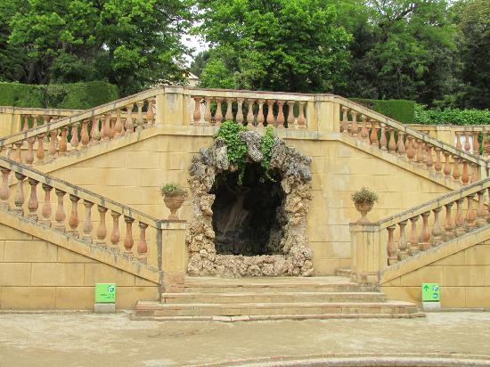 Огромный лабиринт в парке Орта, Испания Барселона