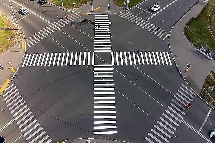 На перекрестках Москвы размечают диагональные переходы