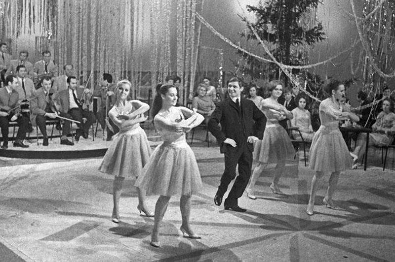 Эдуард Хиль и танцевальный ансамбль «Алые паруса», 1970 год.jpg