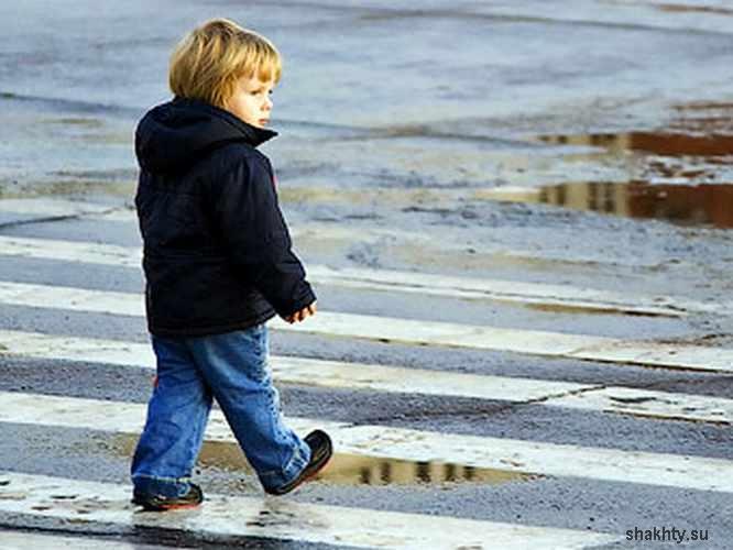 ВИДЕО: В Уфе 50-летняя автоледи сбила на тротуаре колонну детей