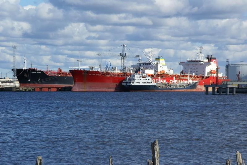 «Пошел ко дну». Санкции против России похоронили крупнейший порт Прибалтики