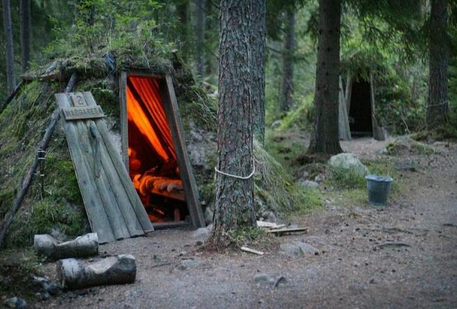 Первобытная романтика — самый простой (если не сказать, примитивный) отель в лесу