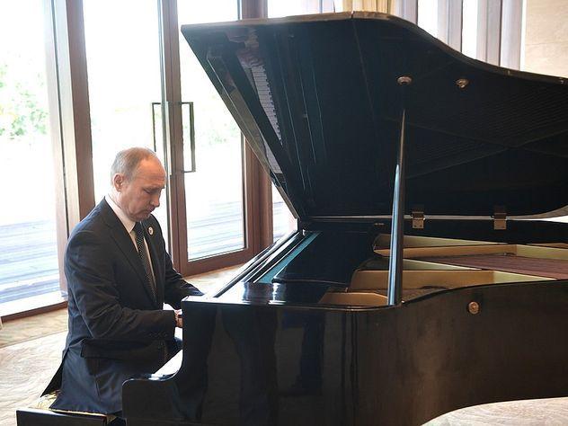 Путин восхитил китайцев игрой на рояле