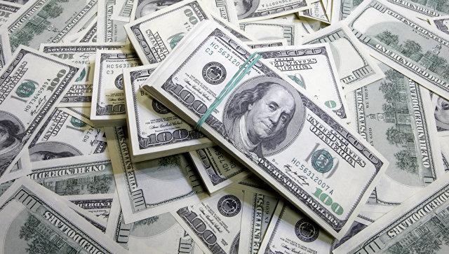 Украинец пытался вывезти из Крыма $20 тыс. в носках