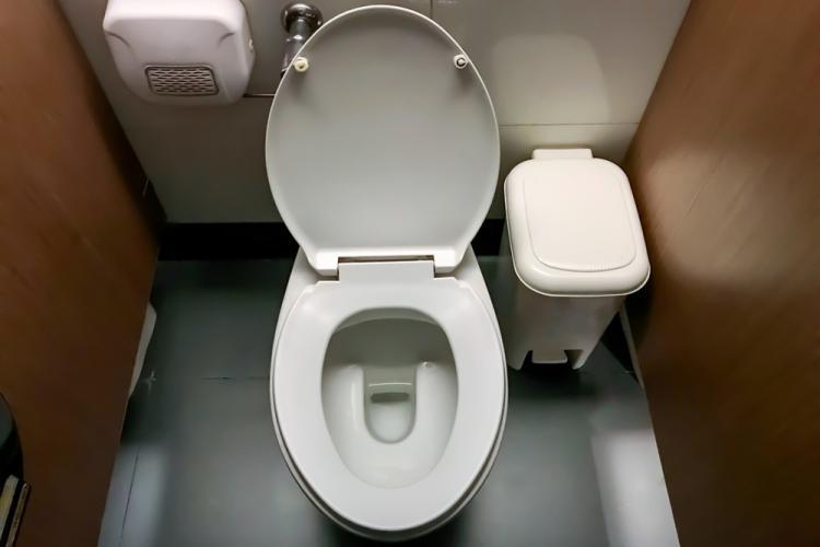 Почему в американских туалет…