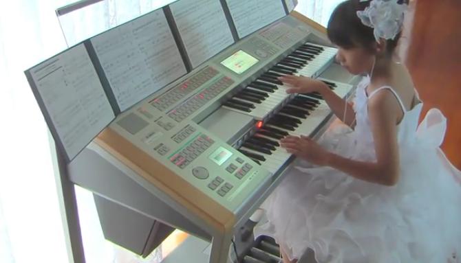 Девочка-оркестр сыграла саунд-трек к фильму «Назад в будущее»