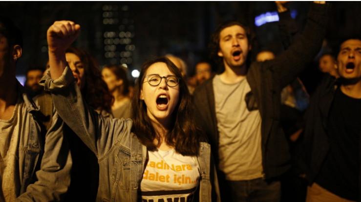 В Стамбуле около трех тысяч …