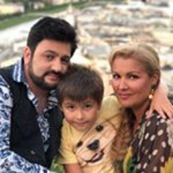 Анна Нетребко показала фото арабской ночи с мужем