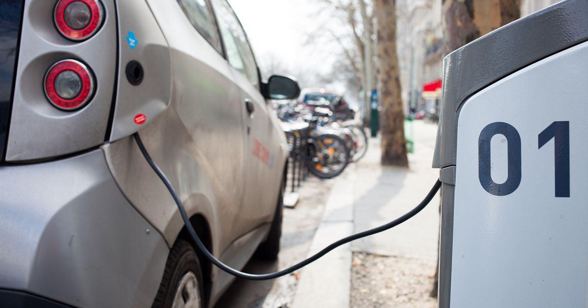 «Ростех» установит зарядки для электромобилей на федеральных трассах РФ