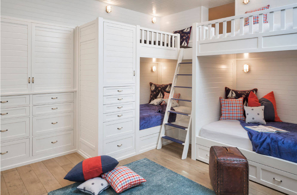 Комплекс из кроватей и шкафов