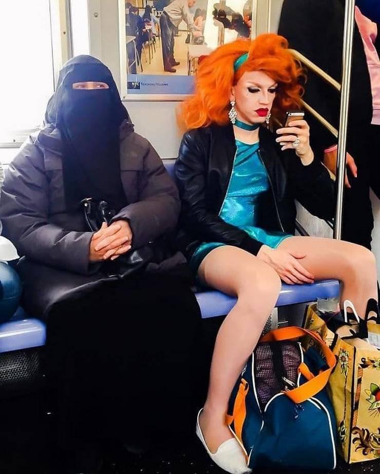 Самые странные вещи, которые делали люди в метро