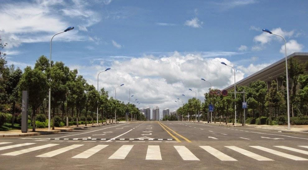 Огромный пустующий город в Китае.