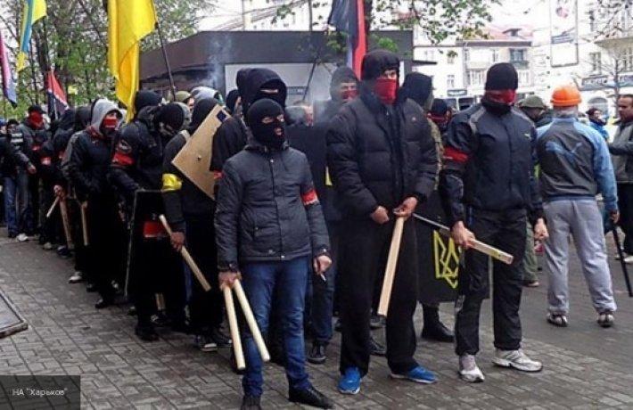 Украина отправила на «минский майдан» боевиков «Азова» и «Правого сектора»