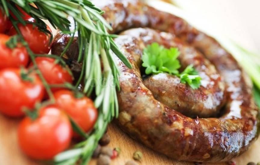 Рецепт на Пасху: колбаса, запеченная в горшочке