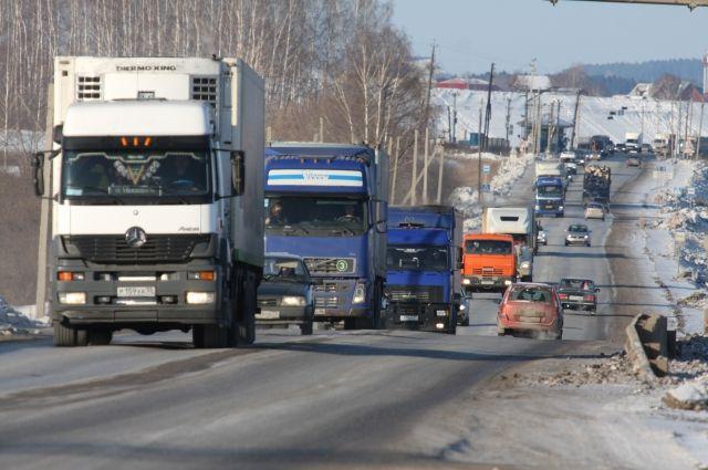 Украинские пограничники сообщили о скоплении грузовиков на границе с РФ