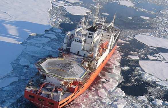 Судно «Академик Федоров» вышло вАнтарктиду навстречу полям гигантских айсбергов