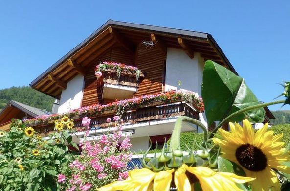 Швейцарский городок решил заманить новых жителей выплатами в $70 000