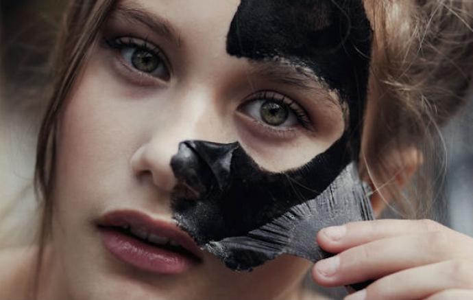 Как работает черная маска для лица