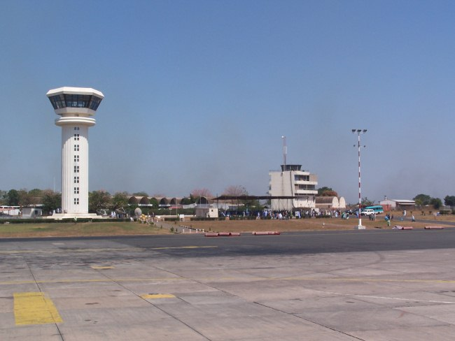 Гамбийский аэропорт Юндум построили инопланетяне?