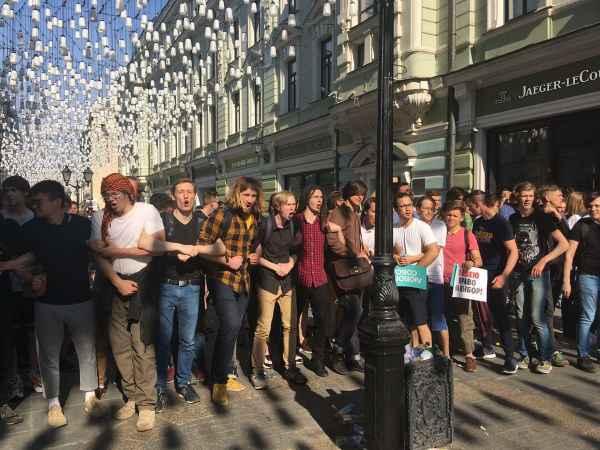 Журналисты НТВ выяснили все грязные подробности о незаконных митингах в Москве