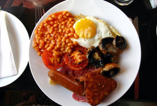 fried egg, sausage, fried mushrooms, baked beans, hash browns, toast, and grilled tomato