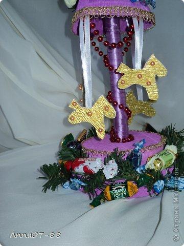 Мастер-класс Новый год Новогодняя карусель Бумага гофрированная Бутылки пластиковые Клей фото 12
