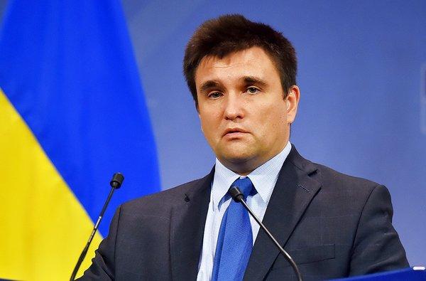 Украинский дипломат кинул свой паспорт в лицо Климкину (Видео)
