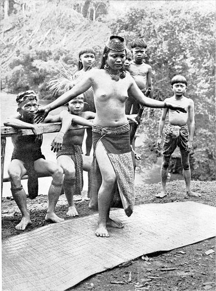 Даяки-жители Борнео.Секс,семейная жизнь,охота за головами.