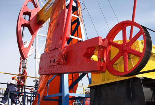 Почему бензин в РФ продолжает дорожать, несмотря на дешевеющую нефть?