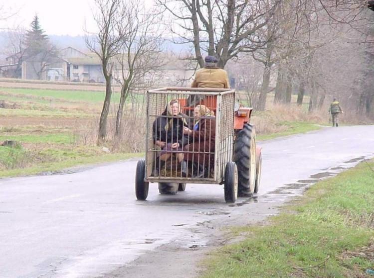 Это не шутки, трактор-маршрутка деревенская романтика, деревня, село, смешно, технологии, фото