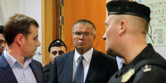Суд арестовал $1 млн и 280 млн рублей на счетах Улюкаева