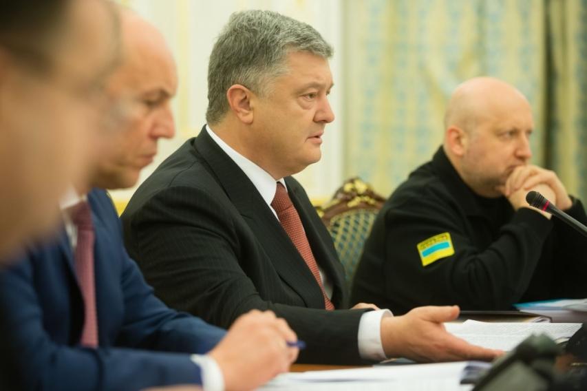 Порошенко назвал принятый Радой закон сигналом Крыму и Донбассу